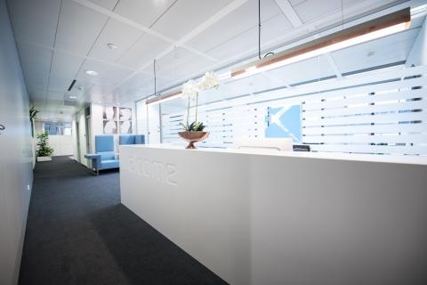 hali Büromöbel, Empfang, Empfangslösung, Rezeption, Pult, Sekretariat, Eingangsbereich, Schalter, Portier, Entree, Front Office, willkommen