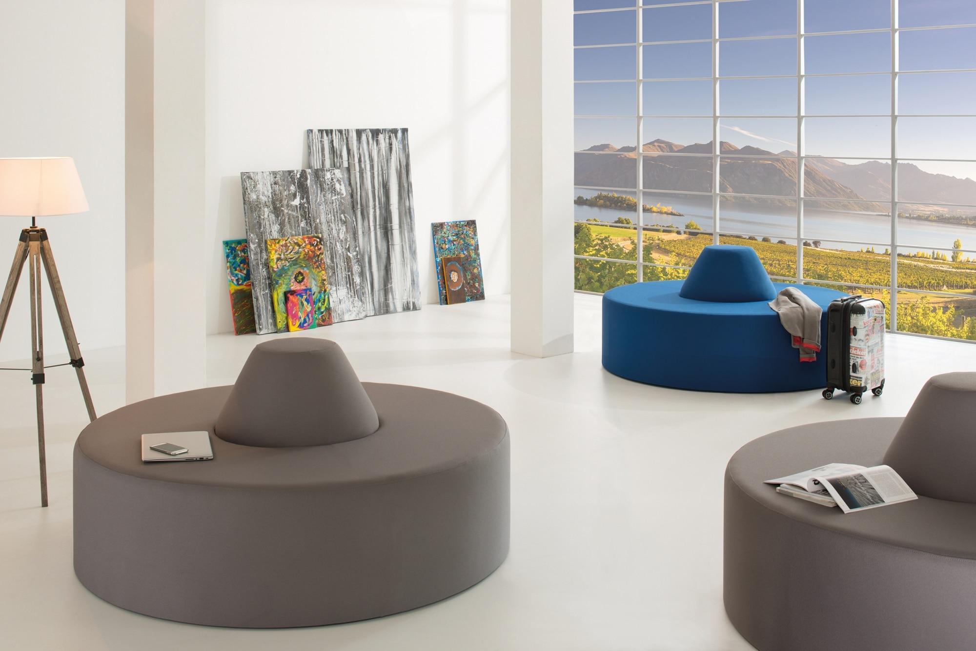 Loungemöbel, Lounge, SMV, Begegnungszone, Meeting, Design, gemütlich, Mittelzone, Soft Seating, schwer entflammbar