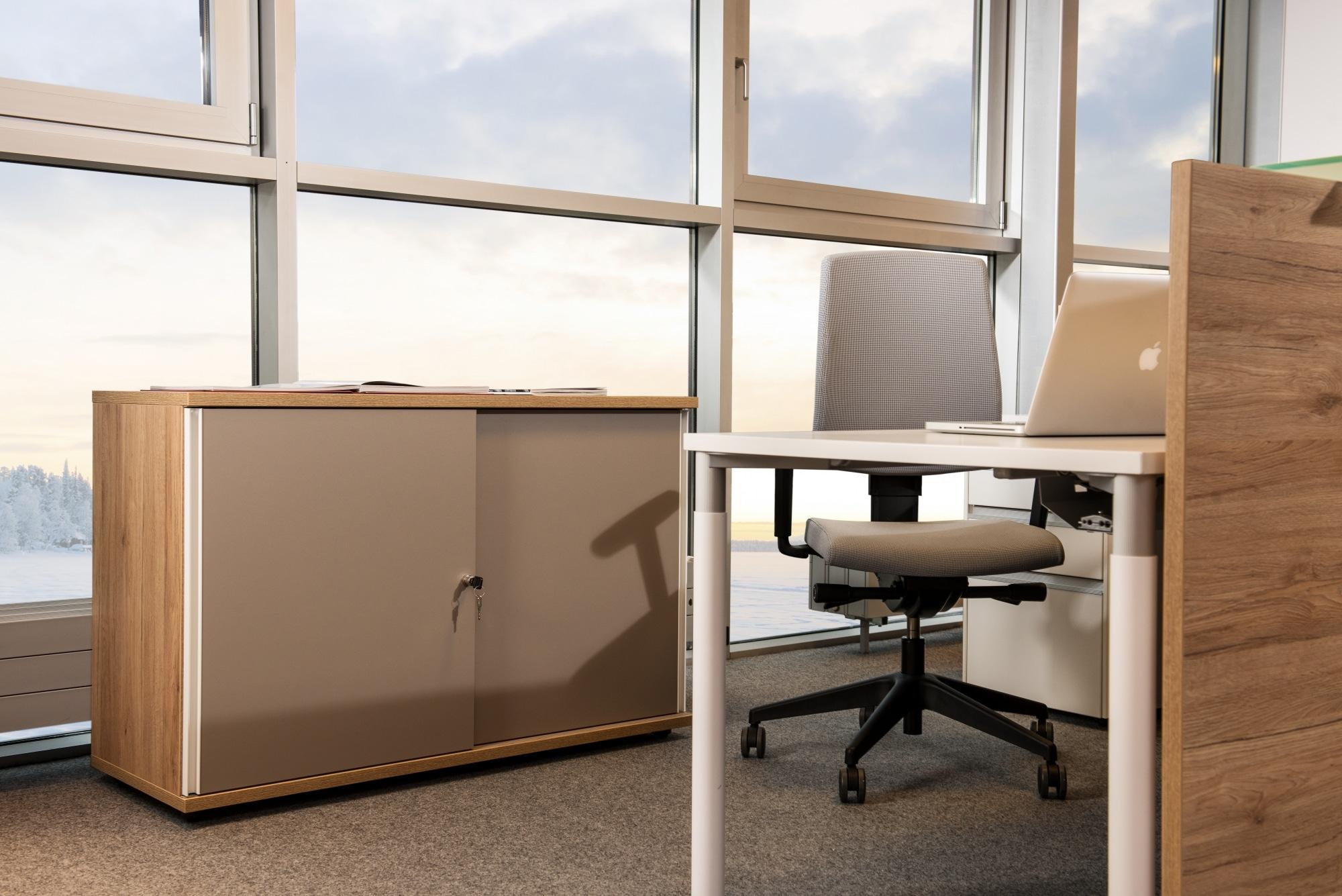hali Büromöbel, Büroarbeitstisch, Tischsystem, s110, Rundfuß, höhenverstellbar, Melaminplatte, Schreibtisch, flexibel, Beinfreiheit, arbeiten, Büro, Office, Start up, günstig, preiswert, Unternehmensgründung, kombinierbar, Pult, box, Schiebetürenschrank, Stauraum