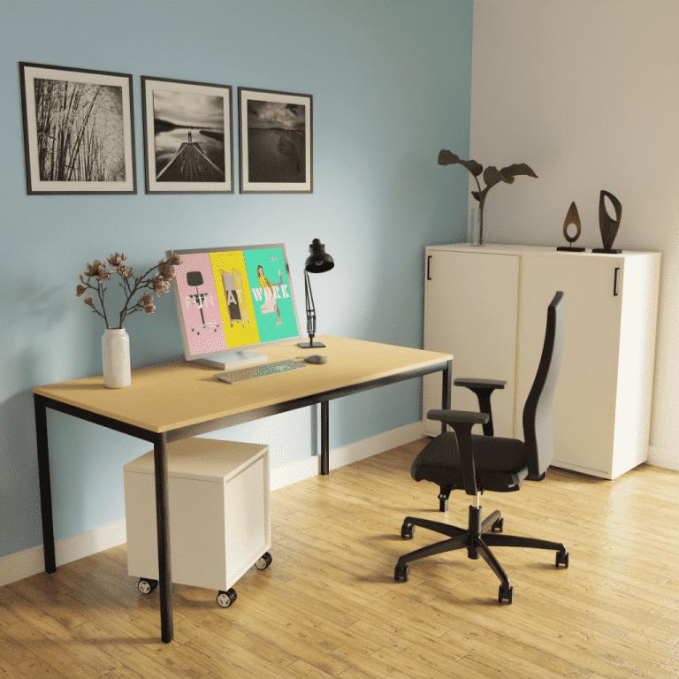 Homeoffice mit s60 Rechtecktisch mit schwarzem Tischgestell und Tischplatte Melamin in Holzoptik sowie Schiebetürenschrank in Melamin weiß.